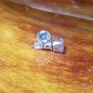 *NWOT* Silver Cubic Zirconia Diamond Earnings